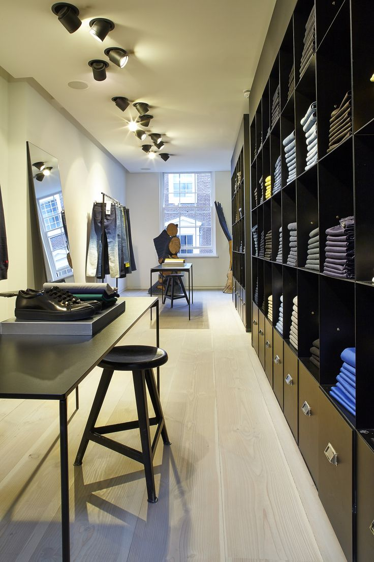 Dinesen Douglas at Acneøs store in London