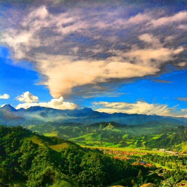 Espectaculo de Nevado del Ruiz, ceniza y paisaje, en Manizales, Colombia