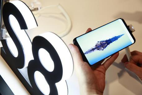 #3BusinessNews: Il Samsung Galaxy S8 e Galaxy S8 Plus, in arrivo in questi giorni in Italia, hanno un grado di riparabilità maggiore rispetto ai precedenti modelli. http://www.ansa.it/sito/notizie/tecnologia/hitech/2017/04/19/galaxy-s8-piu-riparabile-dells7_9682d441-bddd-4054-afcd-d324b2146c0c.html