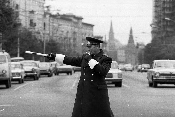 1973 год. Милиционер капитан Сатин на улице Горького (Тверской улице)
