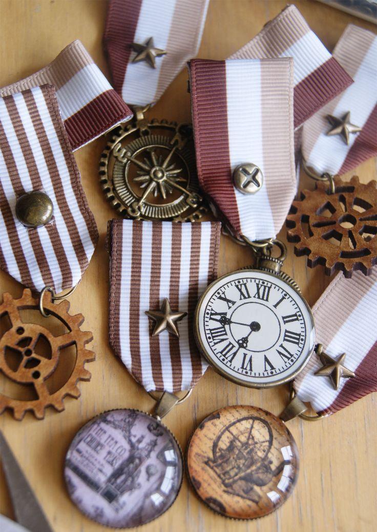 Steampunk Deiselpunk Medal Brooch Compass Navigate