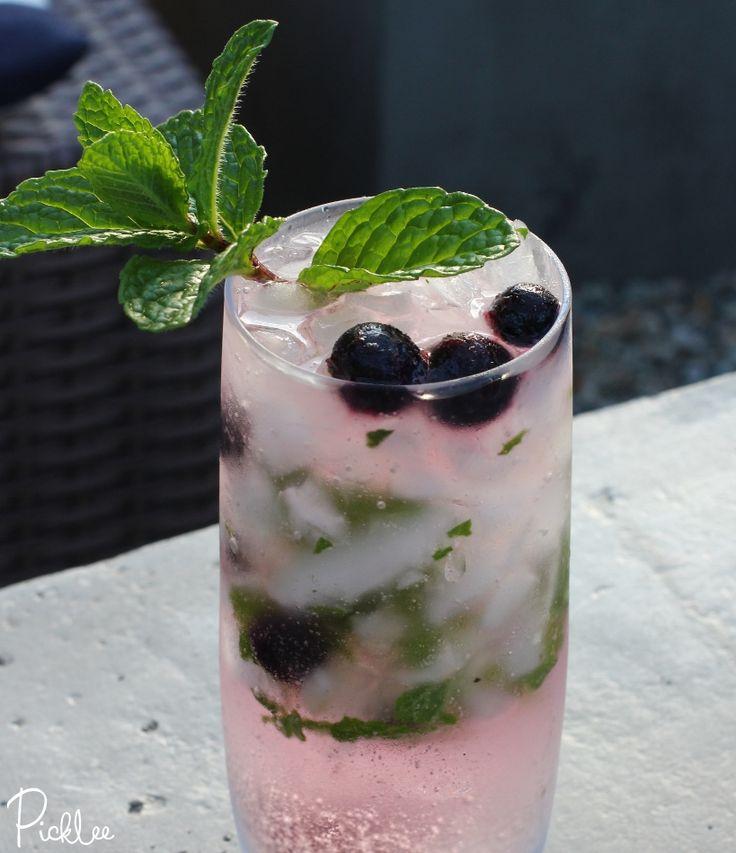 Skinny Blueberry Vodka Mojito [cocktail]