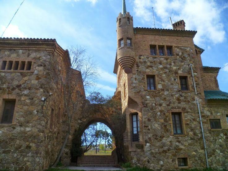 colonia Güell, Escuela y casa del maestro