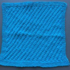 Min første opskrift på en strikket karklud  er blevet en succes. Den er lynhurtigt blevet det tredje mest populære af mine indlæg på blogge...