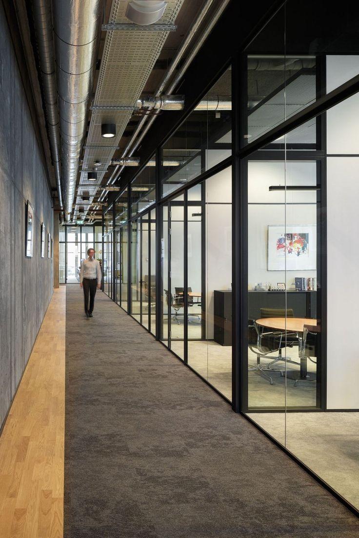 Fokkema & Partners Architecten heeft een open interieur ontworpen dat in vormgeving en materiaal het karakter van de opdrachtgever uitdrukt.
