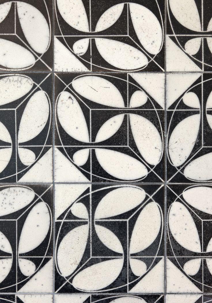 Karak Designer Tiles Kuqua Flip Weiß Glazing With Raku