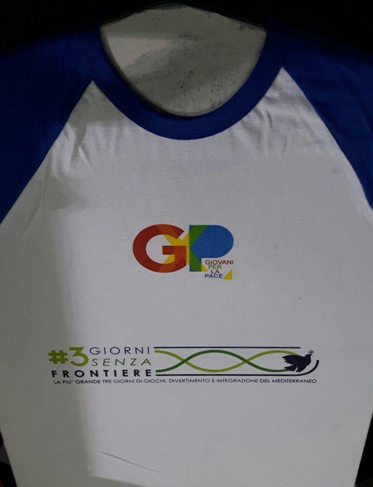 T-shirt bicolore con stampa in quadricromia