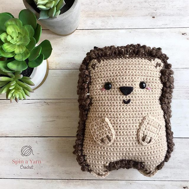 Free Amigurumi Otter Family Crochet Pattern Design Idea - Women ... | 640x640