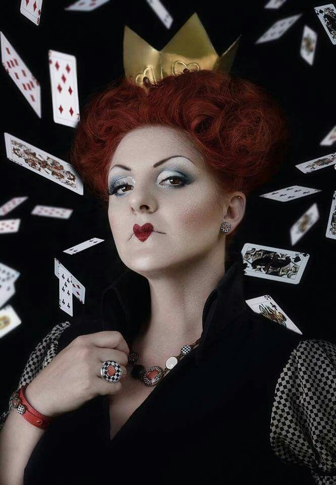 Photo: Flóra Àgoston Model: Stefania Àgoston Hair: Diamant Dia/ Kucsera hajszalon Make-up: Pàsztor Krisztina Jewel: Glass Painting By Chris Crown: Ozmonda.com Dress: TiCCi Rockabilly Clothing