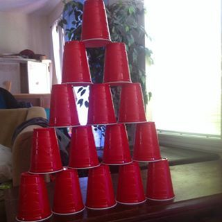 Drinking out of red cups at parties. | 18 Reasons British Teens Were Jealous Of High School In America