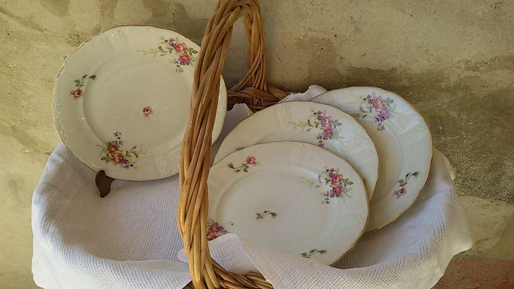 4 assiettes plates en porcelaine fine à décor de roses / Antique china plates / de la boutique ChezOdileBrocante sur Etsy