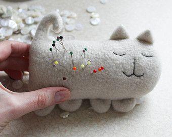 cat pincushion / ivory cat pin pillow / cream pincushion / cuddly toy cat / soft toy cat / ivory pillow for pins and needles / cute sewing