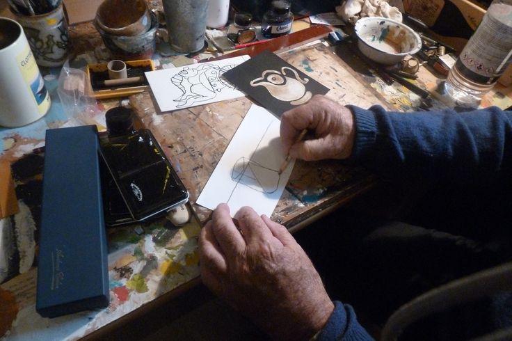 Wim Hofman tekent. Foto: Marja Geerse