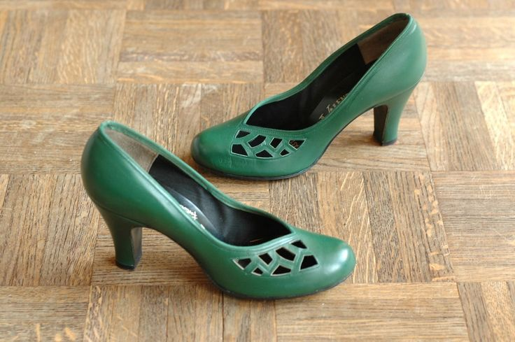 vintage NOS 1940s shoes / 40s green baby doll pumps / size 6.5