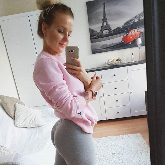 Siwa i jej pośladki :) #trecgirl #checkform #abs #sixpack #squats#poniedziałek#trening #shesquats #bodybuilding #fitness #motivation #muscle#girlwithmuscles #lift #girlwholift #sexybeast #fitlife #fitfreak #fitnessfreak #photooftheday #wtorek #selfie #fitbody #fitness #motivation #lift #workout #workhard #polishgirl #siłownia #ThoseLeggings @siwa_oliwia @trecwear @trecnutrition