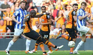 It all turns to gold for Mohamed Diamé & Hull City - bound for #PremierLeague.