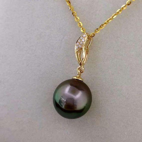 Natural Tahitian Black Pearl and Diamonds Pendant in 18k Rose