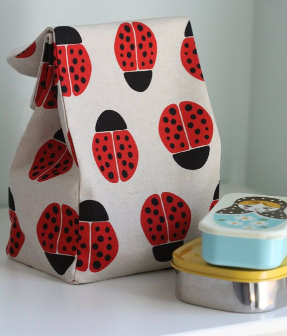 Simple lunch bag sewing tutorial.