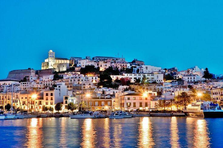 イビサ島の生物多様性と文化/スペイン ロマンチックでまるで童話の世界のような水辺にある世界遺産の街7選