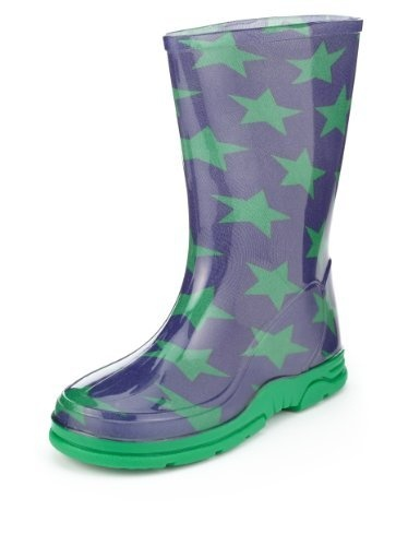 Wellington boots are needed for muddy puddles, rock pools, or forest walks. #nutmegcomp