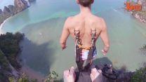 Deportista Extremo Incrusta Arnés De Paracaídas En Su Espalda Para Un Salto BASE #Video