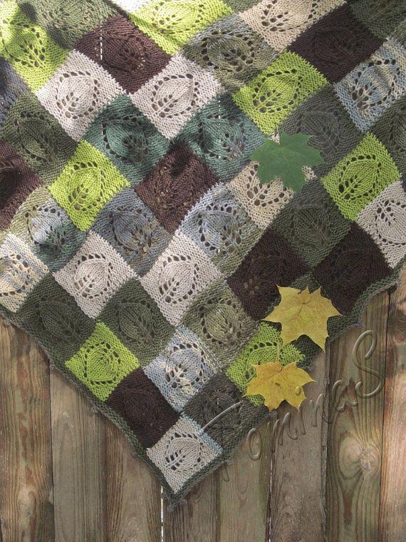 Maglia scialle - grande fazzoletto - scialle triangolare - scialle verde - varicolored scialle - regalo scialle - fatto a mano scialle - a mano a maglia scialle Settembre ******************************************************************************************* Caldo scialle triangolare per le stagioni primavera, autunno e inverno.  Un design molto elegante per le ragazze e donne mature come regalo originale e premuroso. Questo scialle ha un look unico e accentua le differenze di colore nel…