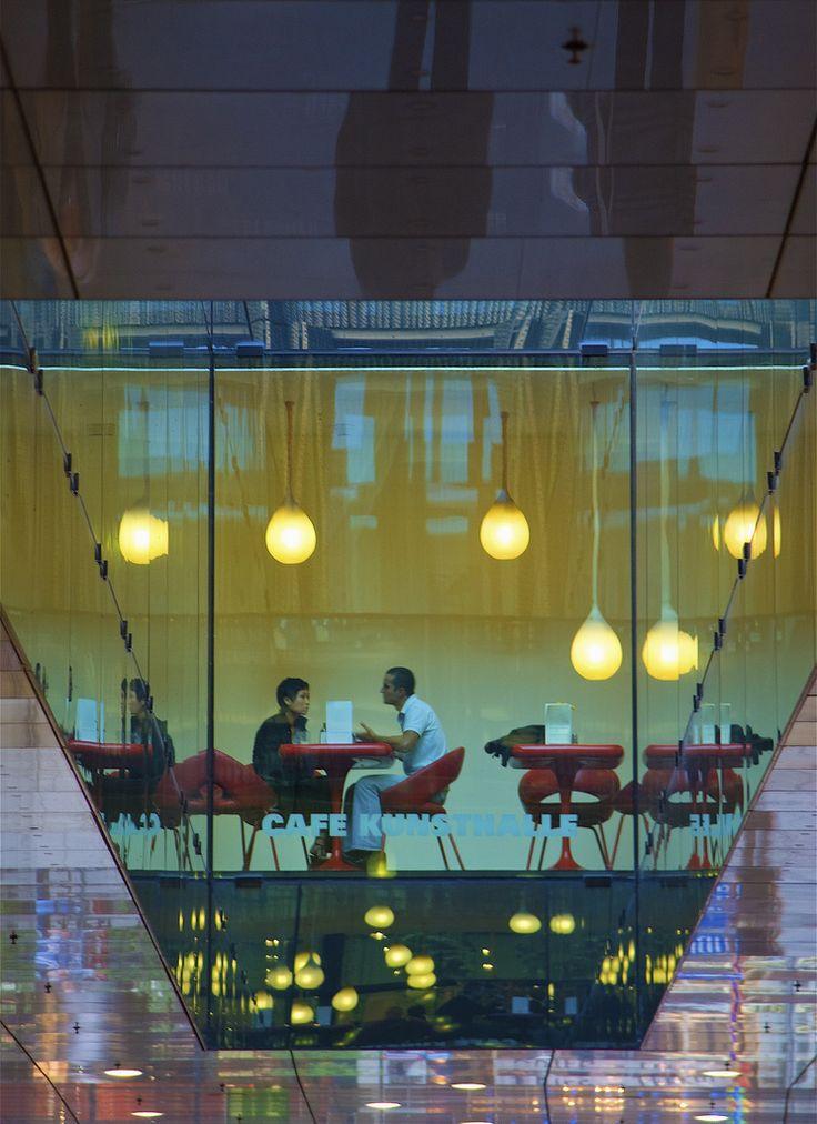Szabolcs J. Csörge   talk overhead   Cafe Kunsthalle, Munich -- a great place for those in love with reflections and optical illusions.  Cafe Kunsthalle, München -- egy csodás hely a tükröződések és optikai illúziók szerelmeseinek.