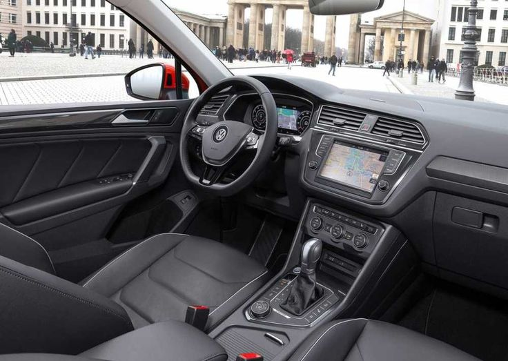 2018-Volkswagen-Tiguan-R-dashboard-and-steering-wheel