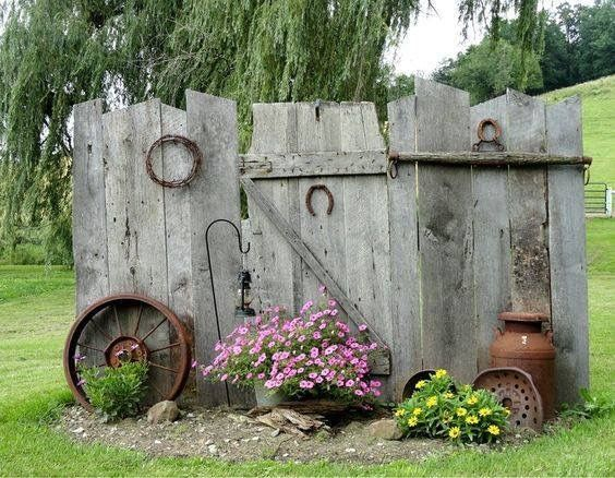 25 best ideas about privacy fences on pinterest outdoor for Rustic outdoor privacy screens
