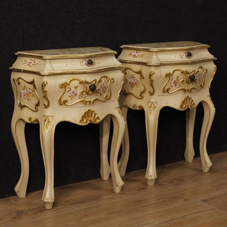 950€ Pair of Venetian bedside tables in painted wood. Visit our website www.parino.it #antiques #antiquariato #furniture #golden #antiquities #antiquario #comodino #painted #lacquered #tavolino #nightstand #table #night #decorative #interiordesign #homedecoration #antiqueshop #antiquestore #style