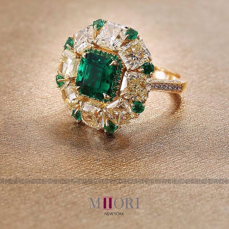 Yellow diamonds & emeralds  Central emerald 2.42 cts