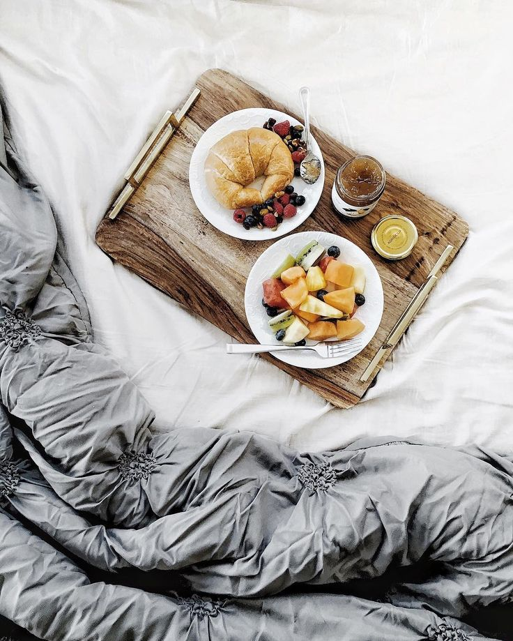 A lot of things are best done in bed. Especially on weekdays. Like breakfast. Wait, what did you think? 😳 #OkayillStop #BreakfastInBed #Breakfast #BreakfastTime #BostonBlogger #BostonLife #CambridgeBlogger