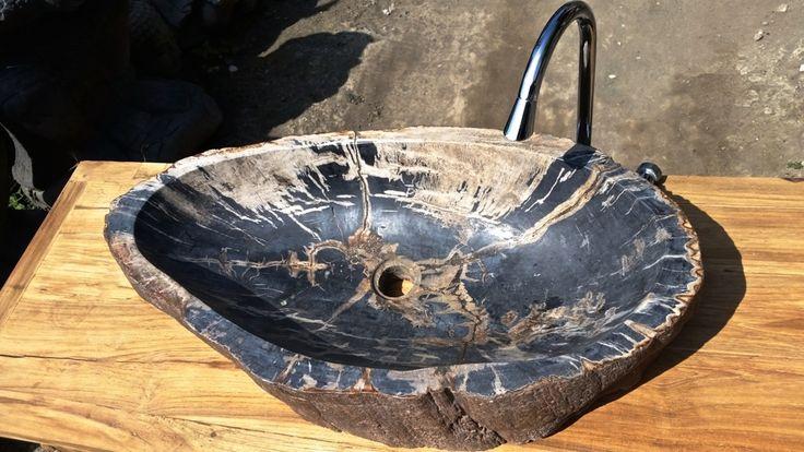 Раковина из окаменелого дерева с острова Бали, Индонезия. Petrified wood sink from Bali, Indonesia