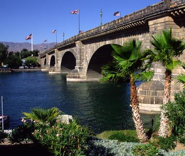 World's Strangest Bridges: London Bridge, Lake Havasu, AZ