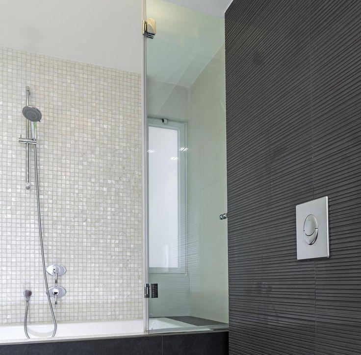 glazen douchescherm voor een bad
