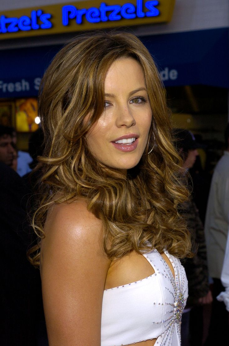 Kate Beckinsale In Sexy White Dress Luxurious Ladies ️