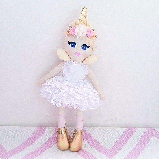 I have just finished this gorgeous girl for a lovely Insta Mumma! She was requested to be made to match her daughters first birthday outfit and j am absolutely loving how she turned out! More Unicorn inspired dollies to come soon! Xx