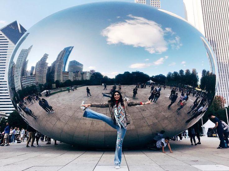 raja pakshásana;  (believe me it's harder than it looks pero si pude hacerlo puedes!) emocionada por el taller de mudrás en @yoga.sdq Ya solo faltan unos cuantos días; reservaste tu cupo?  #WhenRevoltiaoMeetsChicago #Swasthya #revoltiao #Chicago