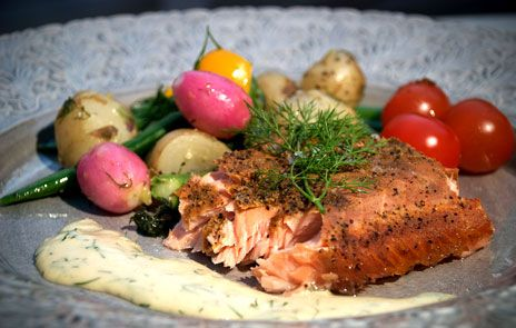 Varmrökt laxfilé med färskpotatissallad | Recept.nu