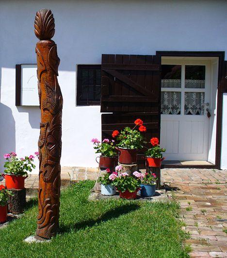 Zengővárkony A Pécsvárad szomszédságában található, festői fekvésű falu népművészeti, környékét tekintve pedig természeti értékekben is gazdag, emellett valódi kuriózummal várja az idelátogatókat. Itt található ugyanis a híres Míves Tojás Gyűjtemény, melyben gondosan megmunkált és díszített fürj-, liba- és strucctojások is helyet kaptak.