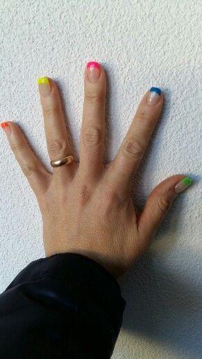 Mie unghie preparazione al carnevale ... colori Fluo!