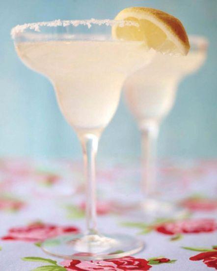 Margarita är en klassisk mexikansk drink serverad i ett glas med saltad kant. Som många kanske känner till så passar citron och salt just till Tequila. De...