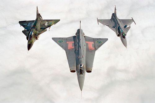 SAAB JA-37 'Viggen' - SAAB 35 'Draken' - SAAB Jas-39 'Gripen'
