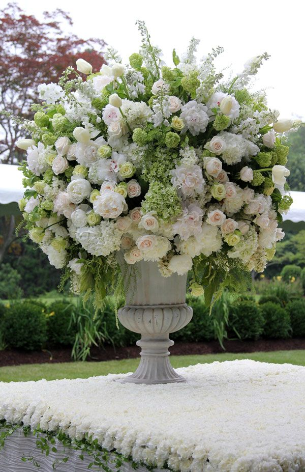 Spectacular Entertaining Events| Serafini Amelia| Grand Design- White Fresh Flower Arrangement.