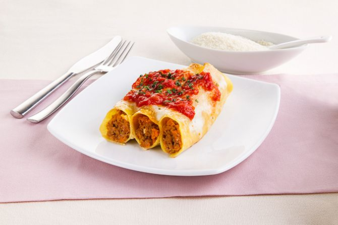 Come preparare: Cannelloni al ragù di carne con crema di formaggio . Scopri la ricetta di questo Primi piatti della cucina italia e dai una tocco di gusto in più con i consigli di Smeg.
