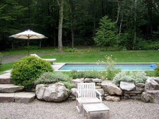 Ideas for around the poolPools Area, Outdoor Ideas, Stones Pools, Back Yards, Pools Gardens, Backyards Ideas, Outdoor Design, Big Rocks, Pools Ideas