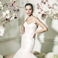 Дизайнер создал свадебные, вечерние и коктейльные платья классического кроя