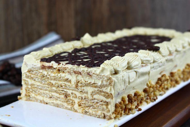 Cómo hacer la tradicional tarta de galletas y moka sin lactosa. La tarta de cumpleaños de cuándo éramos pequeños de crema de moka con sabor a café.