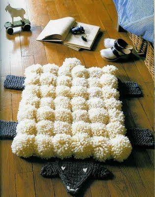 Pompom sheepskin rug. Nx