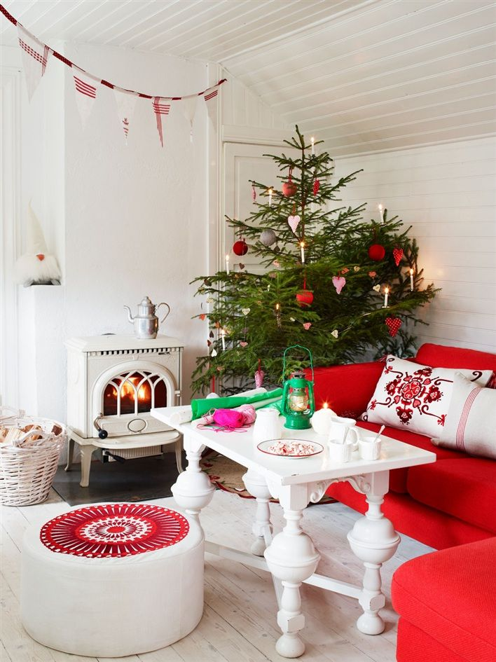 Love this white white room! Makes the tree stand out really beautifully!